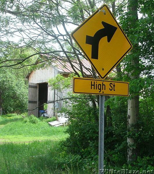 Glencliff Signs indicating High Road